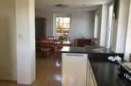 N48783_jídelna_z kuchyně