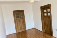 N48792_pokoj_vchod na chodbu a vchod do OP