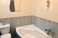 N48843_koupelna s vanou