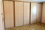 N48856-vestavěná skříň v ložnici