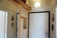 N48872_úložné prostory v chodbě