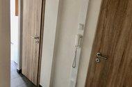 N48875_chodba koupelna_wc a vsutp do kuchyně