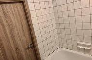 N48875_koupelna dveře na chodbu