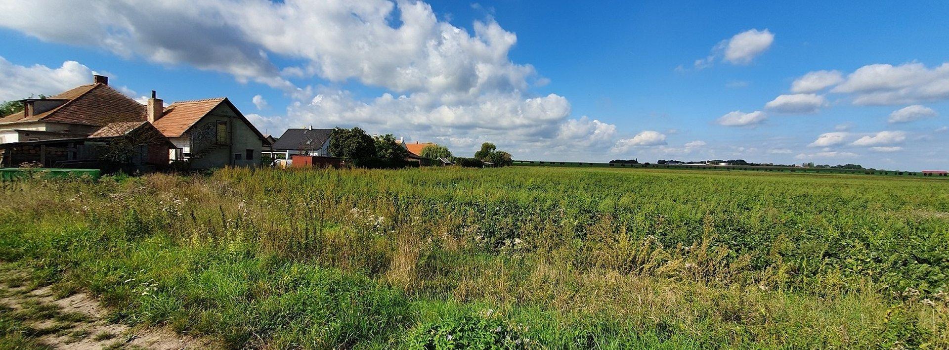 Pozemek na okraji obce Rozhovice, 1100 m²