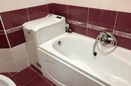 N48886_koupelna s vanou