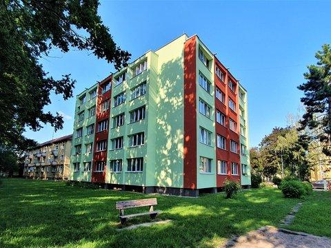 Cihlový byt 3+1 se 3 zasklenými lodžiemi, 79 m² - Pardubice