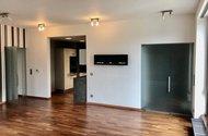 N48930_OP s kuchyňským koutem, vstup do chodby a vstup do vnitřní chodby k ložnicím