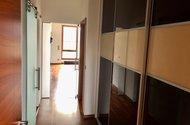 N48930_vnitřní chodba vestavěné skříně