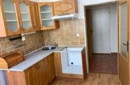 N48715_z kuchyně do chodby