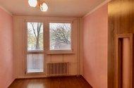 N48936_pokoj s vestavěnými skříněmi