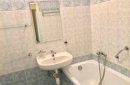 N48936_koupelna s vanou