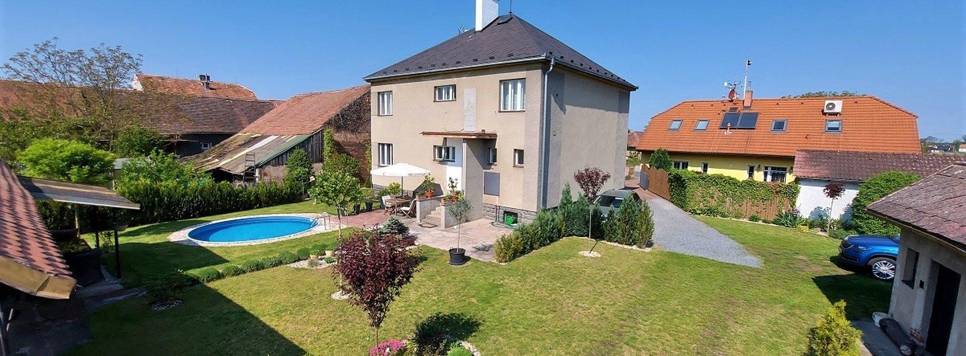 Rodinný dům s atraktivní zahradou a výhledem do lesa, 11.132m² - Lázně Bohdaneč, Ev.č.: N49017