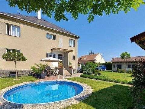 Prohlídka rodinného domu s atraktivní zahradou a výhledem do lesa, 11.132m² - Lázně Bohdaneč