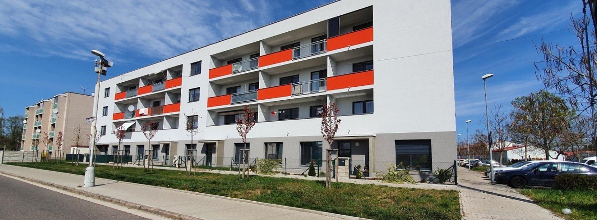 Byt 3+kk s garáží a předzahrádkou, v klidné části města Lázně Bohdaneč, Ev.č.: N49037