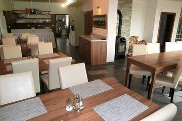 Pronájem, Restaurace,Vinný sklep 200 m2, Blatnička