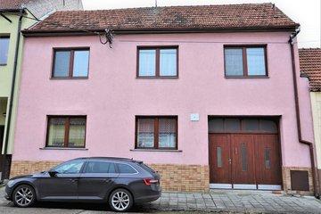 Prodej, Rodinný dům, 240m² - Uherský Ostroh