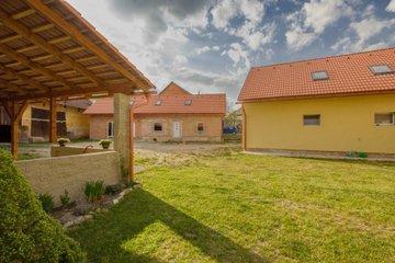 Prodej Zemědělská usedlost, 439m² + 1923m²- Hroška  ( ŠkodaAUTO 6 km, Hradec Králové 43  km, Rychnov n.K. 9 km, Náchod 27 km, Jaroměř 32 km, Pardubice 51 km )
