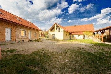 Prodej ubytování, 439m² + 1923m²- Hroška  ( ŠkodaAUTO 6 km, Hradec Králové 43  km, Rychnov n.K. 9 km, Náchod 27 km, Jaroměř 32 km, Pardubice 51 km )
