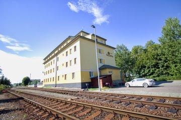 Prodej, Ubytování, 1674m² - Kvasiny ( ŠkodaAUTO 198 m, Rychnov nad Kněžnou 5 km, Ski areál Deštná 16 km, Hradec Králové 36 km, Pardubice  44 km, Praha 142 km )