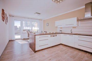 Prodej, rodinný dům 4+1+podkroví, pozemek 2087 m2, Babice