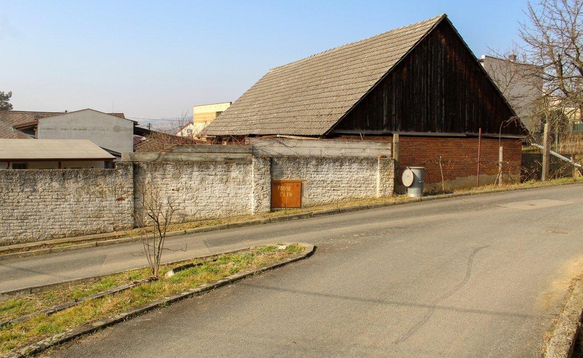 stodola z ulice