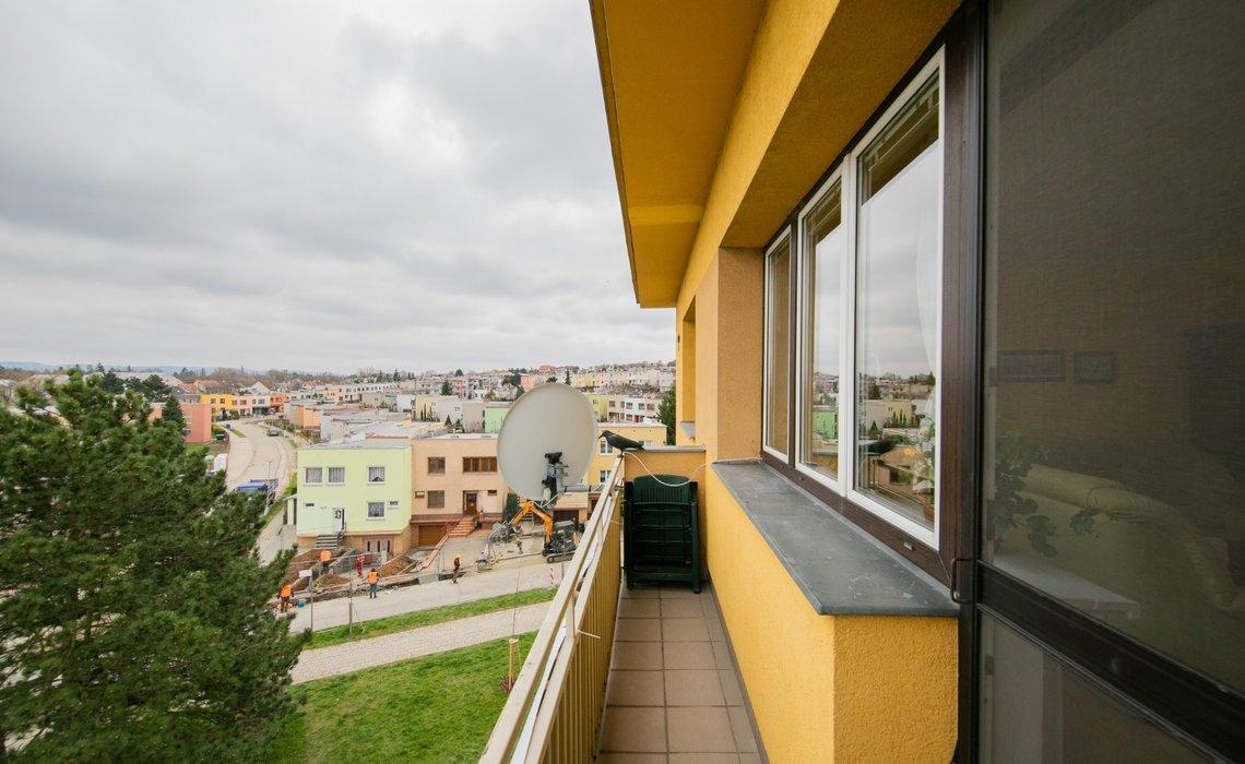 Výhled z balkonu u kuchyně, jižní strana