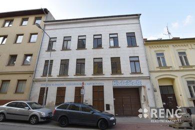 Prodej čtyřpodlažního domu o celkové podlahové ploše 1000 m2 na ulici Francouzská, nyní veden jako nebytové prostory pro výrobu a skladování, původně bytový dům., Ev.č.: 00374