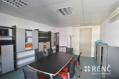 Pronájem samostatné částečně vybavené kanceláře v širším centru města v objektu IBC na ul. Příkop., Ev.č.: 00542
