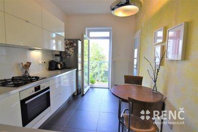 Prodej zděného bytu 1+1 se šatnou (48,6 m2) a balkonem v OV, ul. Slepá, Brno – sever, Ev.č.: 00574