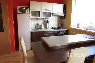 Prodej zděného bytu 2+kk, 53 m2, v OV, v Kanicích u Brna, s parkovacím stáním a balkonem, Ev.č.: 00638