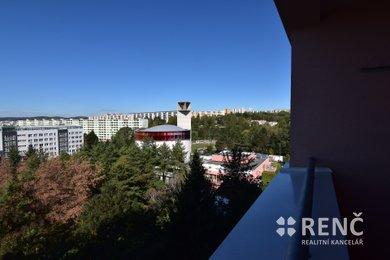 Pronájem bytu o velikosti 1+1 s lodžií v příjemném prostředí na Halasově náměstí, Brno-Lesná, Ev.č.: 00644