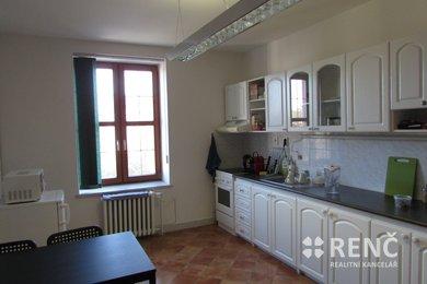 Pronájem bytu o velikosti 3+1 v bezprostřední blízkosti centra města, ulice Slovákova, Ev.č.: 00674