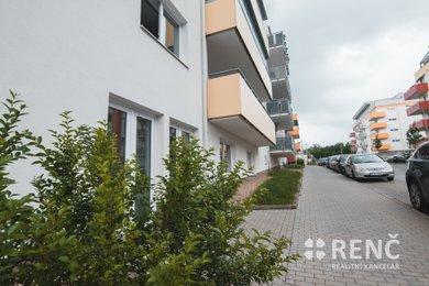 Prodej zděného bytu 2+kk v osobním vlastnictví o ploše 50,2 m2 s terasou 19 m2 v Brně  v lokalitě Kamechy navazující na sídliště Bystrc, novostavba z roku 2018., Ev.č.: 00781