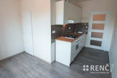 Pronájem bytu 2+1 po rekonstrukci, s lodžíí v klidné části Brna – Komíně, na ul. Čoupkových, Ev.č.: 00783