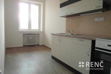 Pronájem kompletně zrekonstruovaného bytu 2+1 s balkonem nedaleko centra města na ul. Štefánikova, Ev.č.: 00415-1