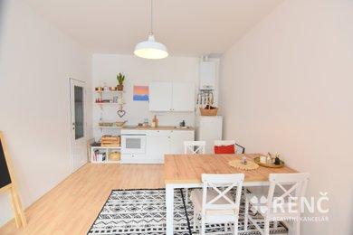 Pronájem prostorného zrekonstruovaného bytu 2+1  nedaleko centra města na  ul. Čechyňská, Ev.č.: 00923