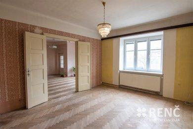 Prodej bytu 3+1 v OV v širším centru města ve zděném prvorepublikovém bytovém domě v ulici Rooseveltova, Znojmo., Ev.č.: 00924