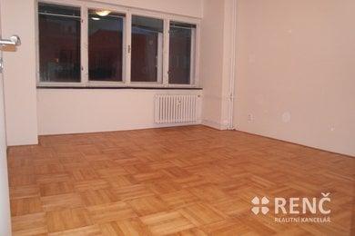 Pronájem zrekonstruovaného bytu 2+1 s balkonem v bezprostřední blízkosti centra Brna na ulici Pekařská, Ev.č.: 00930