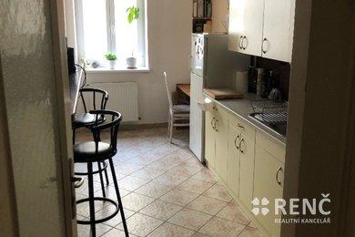 Pronájem  prostorného bytu 2+1 nedaleko centra města, ul. Cihlářská, Ev.č.: 00945-1