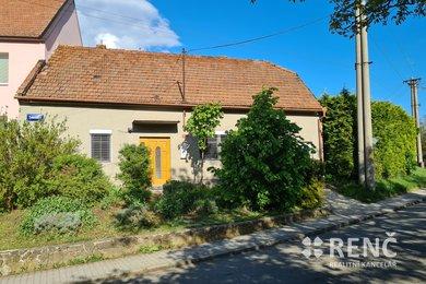 Prodej jednopodlažního rodinného domu s dvorem a  velkou zahradou v Blažovicích u Brna, Ev.č.: 00949