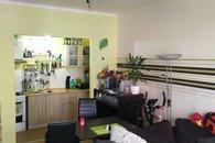 Obývací pokoj s kuch.koutem a balkonem 2