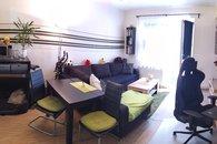 Obývací pokoj s kuch.koutem a balkonem 1