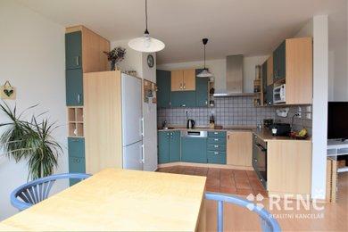Byt 3+kk 86 m2 + půda 10 m2 + lodžie 3,7 m2 s krásným výhledem do zeleně v klidné části Brna – v Kohoutovicích na ulici Pavlovská, Ev.č.: 00965