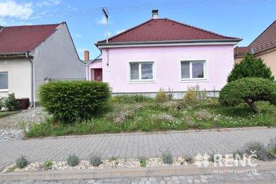 Prodej jednopodlažního rodinného domu s přístavbou, garáží, dvorem a zahradou v Čejči., Ev.č.: 01008