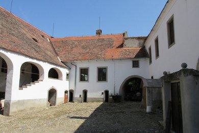 Prodej, Ostatní komerční nemovitosti, 1530m² - Znojmo - Oblekovice, Ev.č.: 00036
