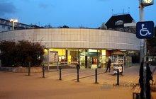 Metro_Strašnická_vestibul_večer_4