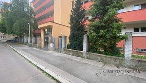 Pronájem bytu 1+kk 29 m2, ul. Obětí 6. května, Praha 4