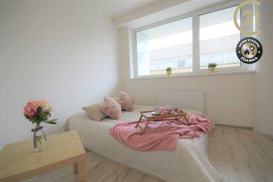Byt s luxusním balkonem, parkováním v garážích a společnou zahrádkou, Ev.č.: 00041