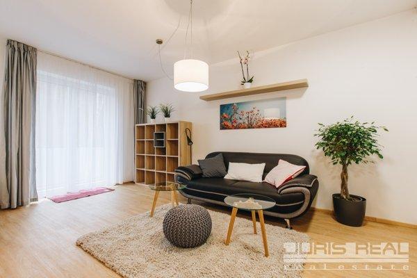 Pronájem moderního bytu 1+kk/B + parkovací stání, plně zařízený,  40m² , Vrané nad Vlt.