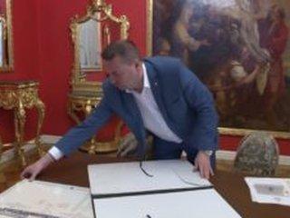 Byznysový zpravodaj Patria poukázal na rozhovor s Dr. Tomášem Mádlem na Aktuálně.cz, který podnítil ohromný zájem veřejnosti o filatelii.